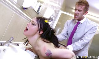 Vigorous minx Alessa Savage gets her wet hole bashed with vigor
